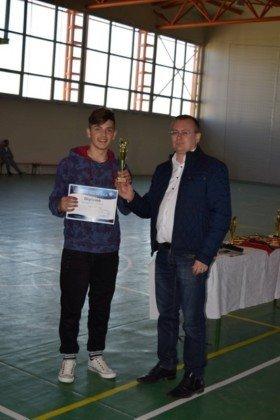 Premiere minifotbal 43 280x420 - GALERIE FOTO: Câștigătorii cupei orașului Panciu la minifotbal, premiați de primarul Iulian Nica