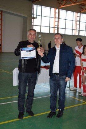 Premiere minifotbal 47 280x420 - GALERIE FOTO: Câștigătorii cupei orașului Panciu la minifotbal, premiați de primarul Iulian Nica