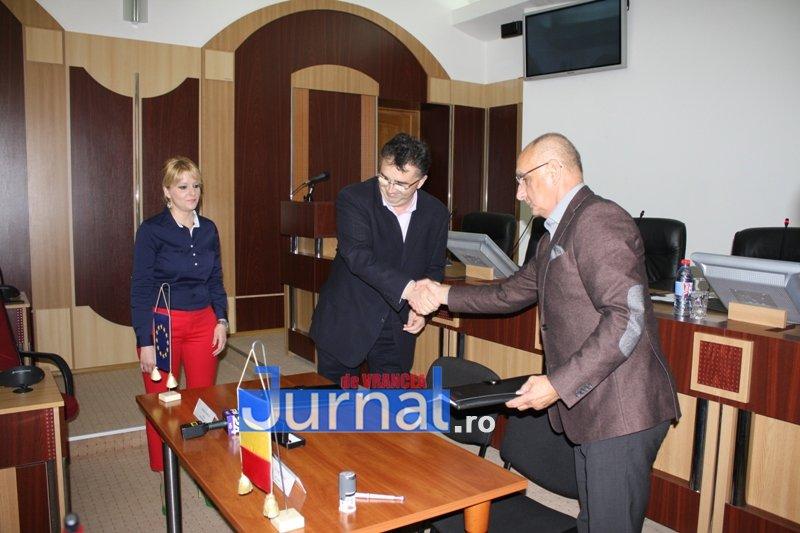 resemnare proiect crangul petresti cj vrancea 3 - Prima încercare de reamenajare a Parcului Petrești, UN EȘEC. Printre vorbe grele aruncate jurnaliștilor, Oprișan a anunțat semnarea unui nou contract