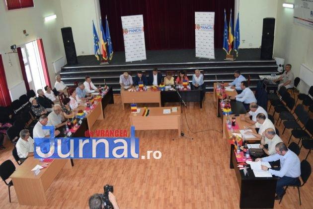 Depunere juramant 10 630x420 - GALERIE FOTO: Primarul Iulian Nica și consilierii locali din Panciu au depus jurământul