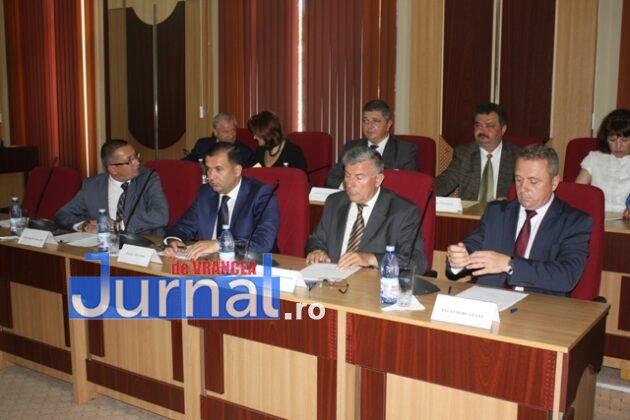 IMG 5998 630x420 - GALERIE FOTO: Marian Oprișan, președinte la al cincilea mandat. Bîrlădeanu și Ionel Cel–Mare, aleși vicepreședinți ai Consiliului Județean
