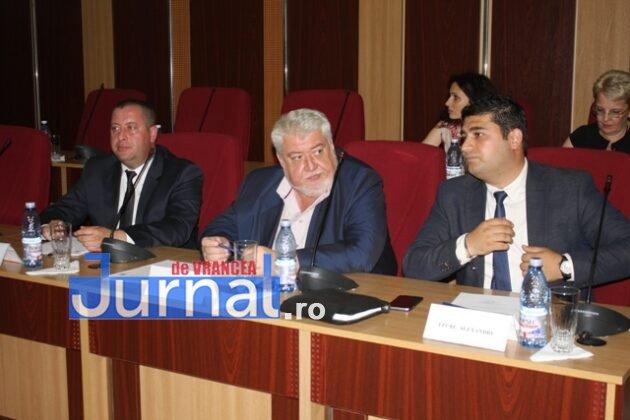 IMG 6001 630x420 - GALERIE FOTO: Marian Oprișan, președinte la al cincilea mandat. Bîrlădeanu și Ionel Cel–Mare, aleși vicepreședinți ai Consiliului Județean