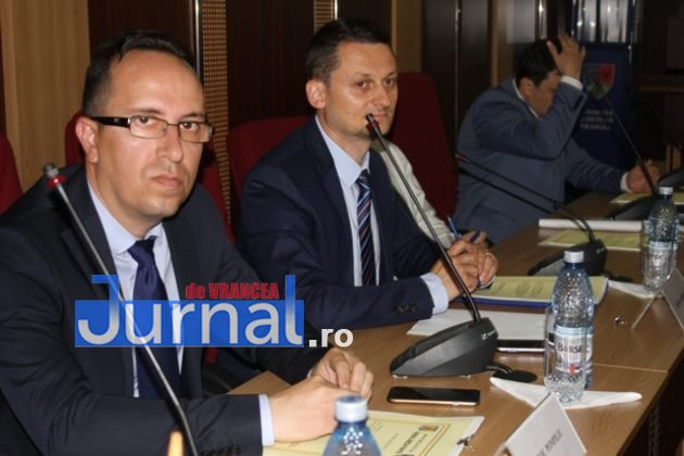 IMG 6016 630x420 - GALERIE FOTO: Marian Oprișan, președinte la al cincilea mandat. Bîrlădeanu și Ionel Cel–Mare, aleși vicepreședinți ai Consiliului Județean