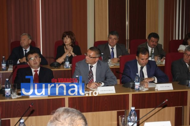 IMG 6099 630x420 - GALERIE FOTO: Marian Oprișan, președinte la al cincilea mandat. Bîrlădeanu și Ionel Cel–Mare, aleși vicepreședinți ai Consiliului Județean