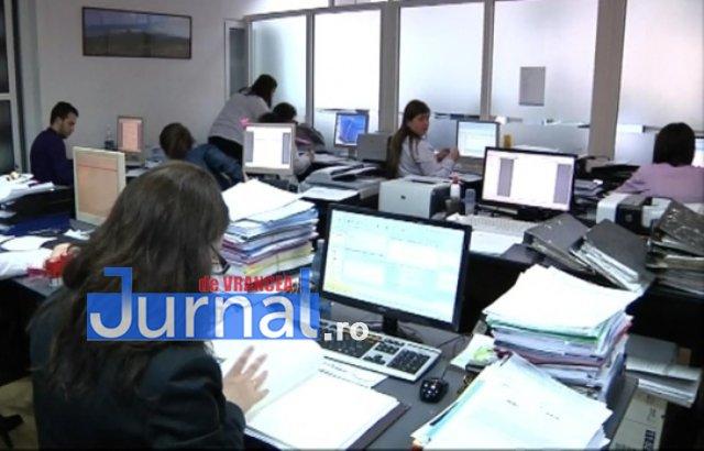 calculator-oameni-birou