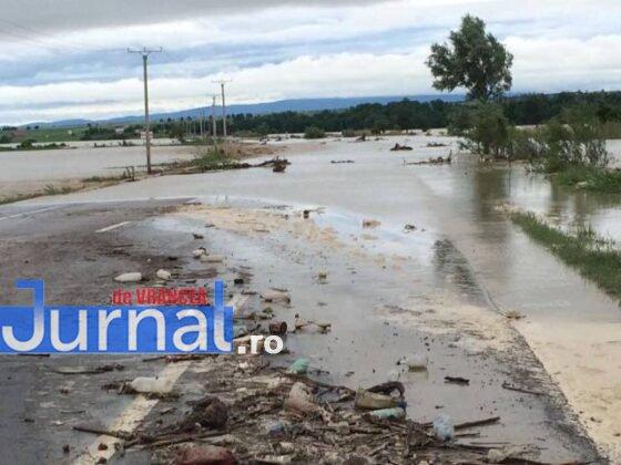e85 inundatii trotu2 560x420 - GALERIE FOTO: Bilanţul unei nopţi de coşmar în Vrancea: un mort, peste 175 de gospodării şi 50 de case inundate, şosele închise