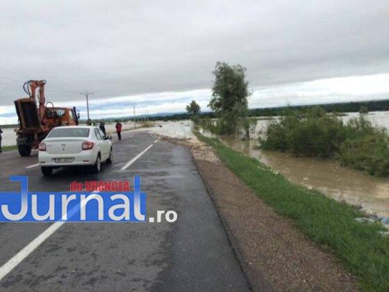 e85 inundatii trotus3 560x420 - GALERIE FOTO: Bilanţul unei nopţi de coşmar în Vrancea: un mort, peste 175 de gospodării şi 50 de case inundate, şosele închise