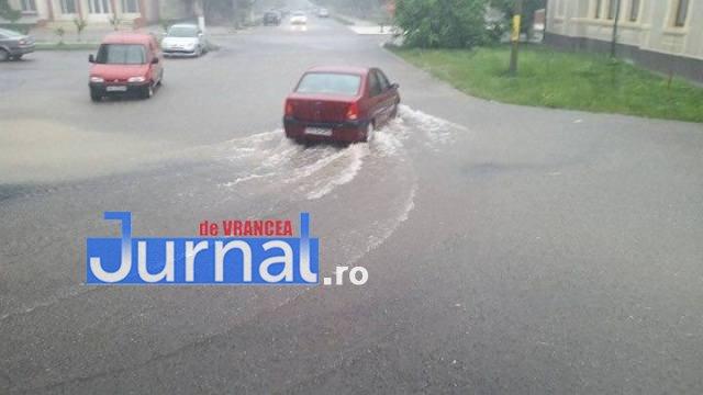 inundatii 2016 adjud3 - GALERIE FOTO: Bilanţul unei nopţi de coşmar în Vrancea: un mort, peste 175 de gospodării şi 50 de case inundate, şosele închise