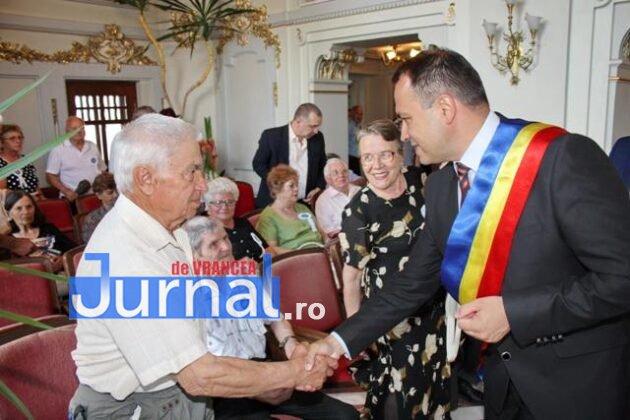 cupluri premiate de municipalitate1 630x420 - GALERIE FOTO: Cuplurile cu 50 de ani de căsătorie neîntreruptă, premiate de municipalitate