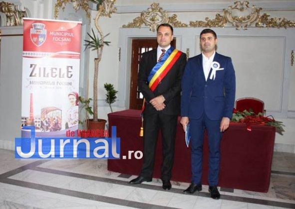 cupluri premiate de municipalitate2 591x420 - GALERIE FOTO: Cuplurile cu 50 de ani de căsătorie neîntreruptă, premiate de municipalitate