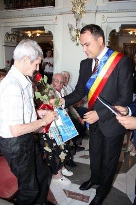 cupluri premiate de municipalitate3 280x420 - GALERIE FOTO: Cuplurile cu 50 de ani de căsătorie neîntreruptă, premiate de municipalitate