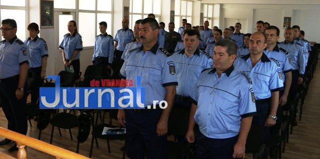 depunere juramant politisti4 - GALERIE FOTO: Jurământ cu emoții pentru cei 23 de polițiști angajați în Vrancea din sursă externă