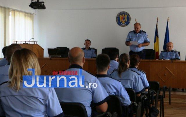 depunere juramant politisti5 - GALERIE FOTO: Jurământ cu emoții pentru cei 23 de polițiști angajați în Vrancea din sursă externă