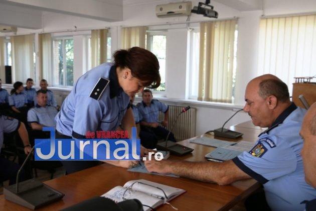 depunere juramant politisti7jpg 630x420 - GALERIE FOTO: Jurământ cu emoții pentru cei 23 de polițiști angajați în Vrancea din sursă externă