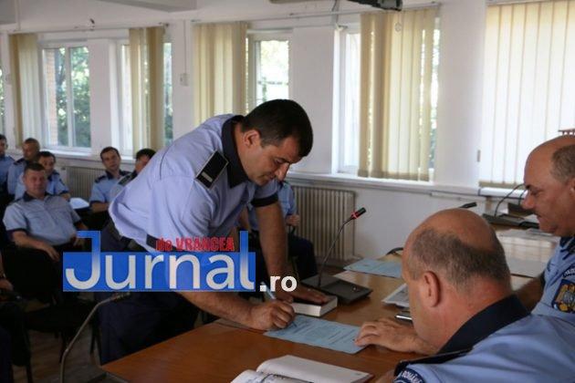 depunere juramant politisti8 630x420 - GALERIE FOTO: Jurământ cu emoții pentru cei 23 de polițiști angajați în Vrancea din sursă externă