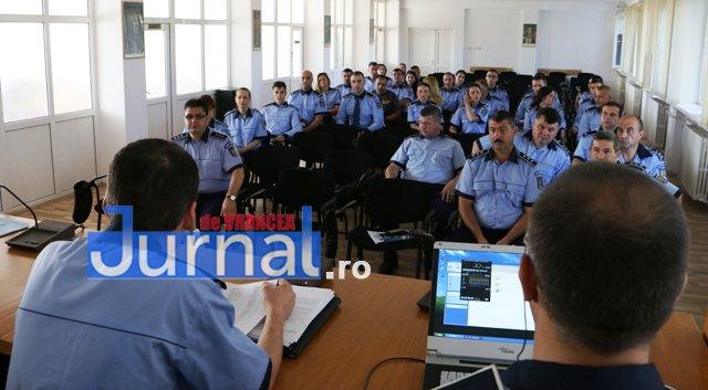 depunere juramant politisti9 - GALERIE FOTO: Jurământ cu emoții pentru cei 23 de polițiști angajați în Vrancea din sursă externă