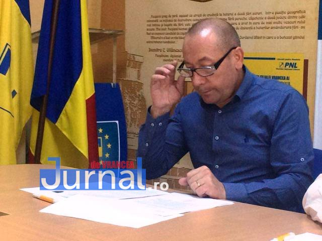 """gabriel postolache primar tifesti - """"Gunoiul va împuți Vrancea""""! Doi primari răstoarnă Consiliul Județean"""