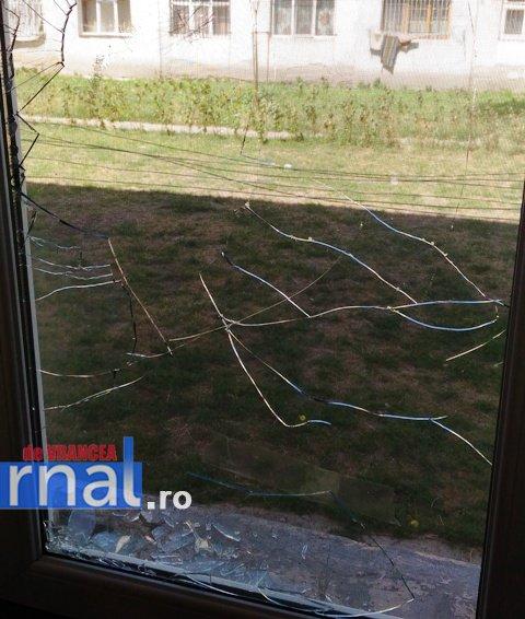 geam-spart-vandalism-2