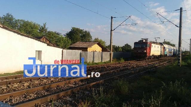 14060306 1390447317650089 1890072292 o - GALERIE FOTO: Ce fac șoferii când traversează calea ferată
