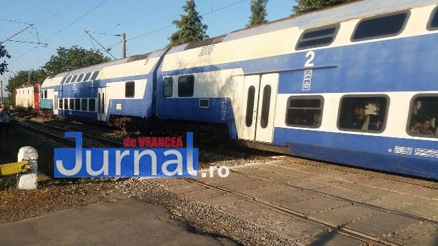 14074312 1390447437650077 1024768866 o - GALERIE FOTO: Ce fac șoferii când traversează calea ferată