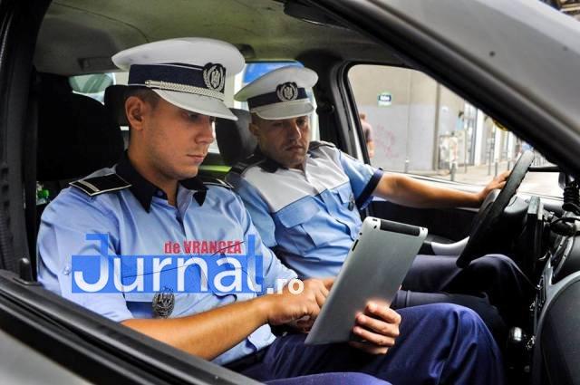 politisti_cu_tablete