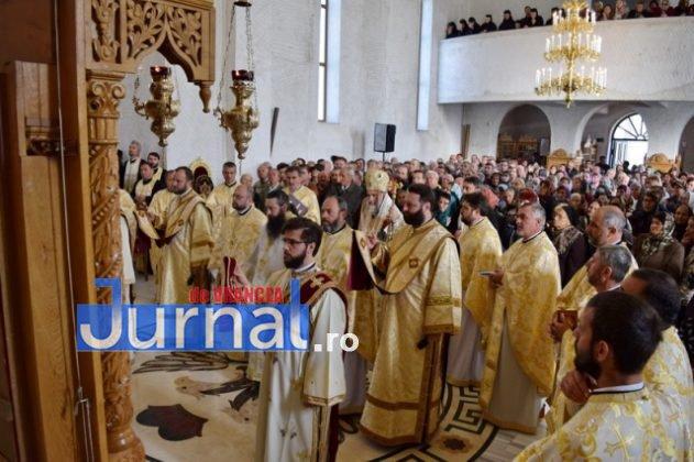 Hram Brazi 2016 16 631x420 - GALERIE FOTO: ÎPS Ioachim Băcăuanu a oficiat Sfânta Liturghie Arhierească prilejuită de hramul Mănăstirii Brazi