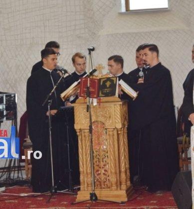 Hram Brazi 2016 20 389x420 - GALERIE FOTO: ÎPS Ioachim Băcăuanu a oficiat Sfânta Liturghie Arhierească prilejuită de hramul Mănăstirii Brazi