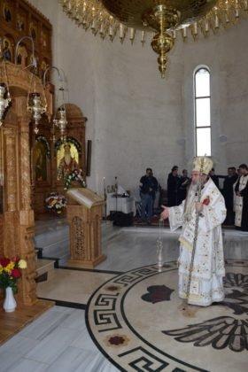 Hram Brazi 2016 21 280x420 - GALERIE FOTO: ÎPS Ioachim Băcăuanu a oficiat Sfânta Liturghie Arhierească prilejuită de hramul Mănăstirii Brazi
