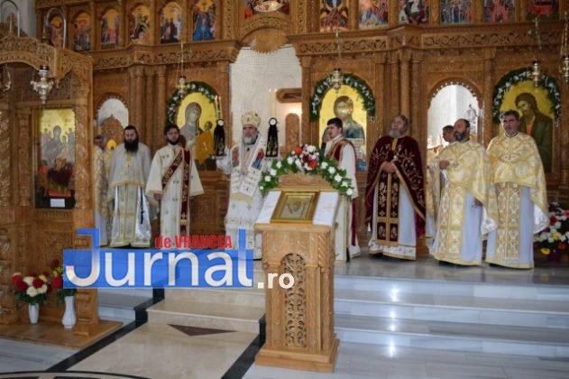 Hram Brazi 2016 26 631x420 - GALERIE FOTO: ÎPS Ioachim Băcăuanu a oficiat Sfânta Liturghie Arhierească prilejuită de hramul Mănăstirii Brazi