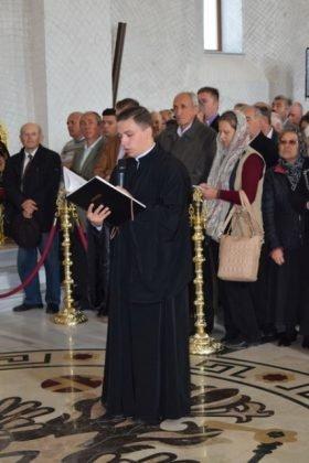 Hram Brazi 2016 28 280x420 - GALERIE FOTO: ÎPS Ioachim Băcăuanu a oficiat Sfânta Liturghie Arhierească prilejuită de hramul Mănăstirii Brazi