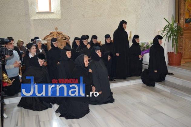 Hram Brazi 2016 32 631x420 - GALERIE FOTO: ÎPS Ioachim Băcăuanu a oficiat Sfânta Liturghie Arhierească prilejuită de hramul Mănăstirii Brazi
