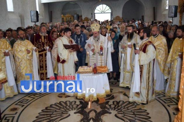 Hram Brazi 2016 36 631x420 - GALERIE FOTO: ÎPS Ioachim Băcăuanu a oficiat Sfânta Liturghie Arhierească prilejuită de hramul Mănăstirii Brazi