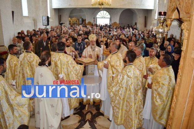 Hram Brazi 2016 37 631x420 - GALERIE FOTO: ÎPS Ioachim Băcăuanu a oficiat Sfânta Liturghie Arhierească prilejuită de hramul Mănăstirii Brazi