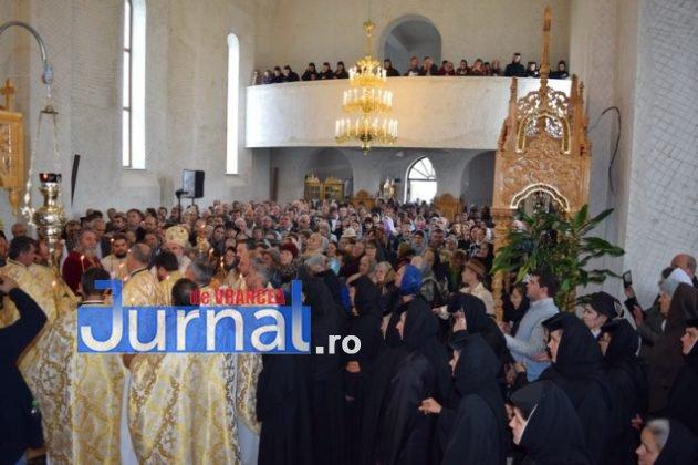 Hram Brazi 2016 40 631x420 - GALERIE FOTO: ÎPS Ioachim Băcăuanu a oficiat Sfânta Liturghie Arhierească prilejuită de hramul Mănăstirii Brazi