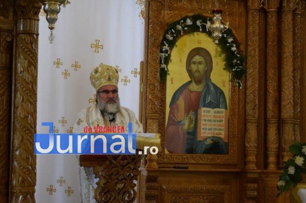 Hram Brazi 2016 42 631x420 - GALERIE FOTO: ÎPS Ioachim Băcăuanu a oficiat Sfânta Liturghie Arhierească prilejuită de hramul Mănăstirii Brazi
