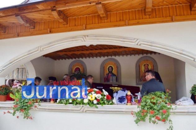 Hram Brazi 2016 49 631x420 - GALERIE FOTO: ÎPS Ioachim Băcăuanu a oficiat Sfânta Liturghie Arhierească prilejuită de hramul Mănăstirii Brazi