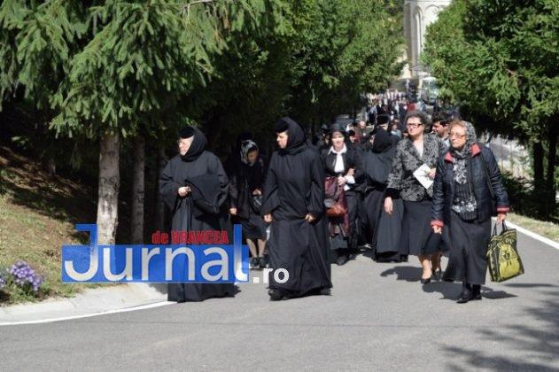 Hram Brazi 2016 53 631x420 - GALERIE FOTO: ÎPS Ioachim Băcăuanu a oficiat Sfânta Liturghie Arhierească prilejuită de hramul Mănăstirii Brazi