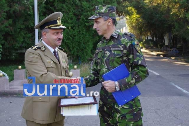 militari avansati in grad2 - FOTO: 22 de militari de la Brigada 8 LAROM au fost avansați în grad