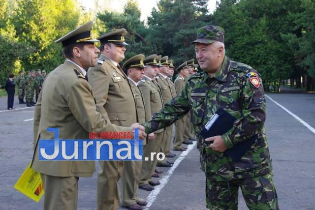 militari avansati in grad4 - FOTO: 22 de militari de la Brigada 8 LAROM au fost avansați în grad