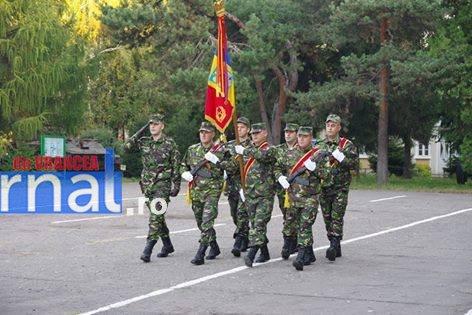 militari avansati in grad6 - FOTO: 22 de militari de la Brigada 8 LAROM au fost avansați în grad