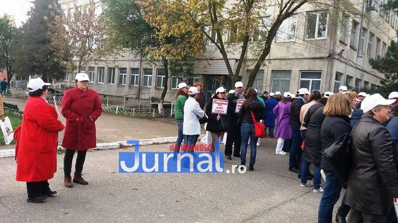 14799840 1452900141404806 95639722 o - FOTO: Halatele albe din Vrancea au protestat pe ritmuri rock și de hip-hop