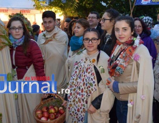 """Bachus 2016 11 544x420 - GALERIE FOTO: Meșteșugul vinului de Panciu, promovat la festivalul """"BACHUS 2016"""""""