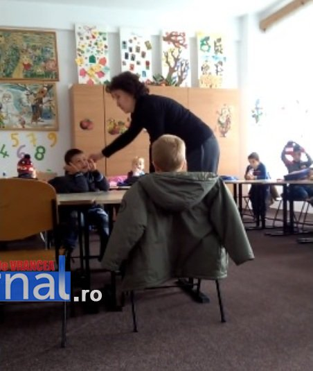 educatie-bataie-educatoare