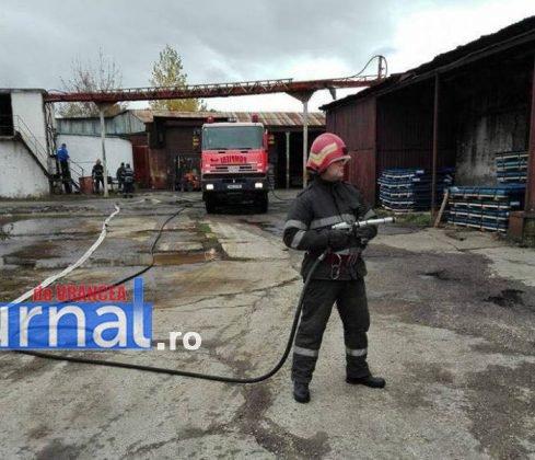 exercitiu isu vrancea3 489x420 - GALERIE FOTO: Antrenament al pompierilor la fabrica de vase emailate