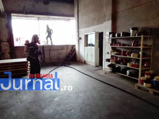 exercitiu isu vrancea4 560x420 - GALERIE FOTO: Antrenament al pompierilor la fabrica de vase emailate