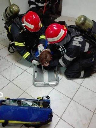 exercitiu isu vrancea8 315x420 - GALERIE FOTO: Antrenament al pompierilor la fabrica de vase emailate