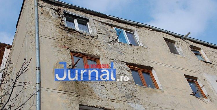 blocuri degradate sud focsani - ELECTORAL: Candidații liberali Liviu Bostan, Liviu Macovei și Cristi Bălosu au vorbit astăzi cu focșănenii din Sud despre reabilitarea blocurilor, probleme sociale și reforma Parlamentului
