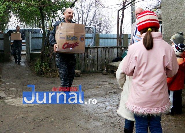 politisti donare sange alimente vulturu2 - FOTO: Polițiștii vrânceni au donat sânge. Cu bonurile primite, au ajutat o familie nevoiașă din Vulturu