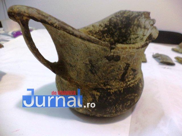 vas-ceramic-descoperire