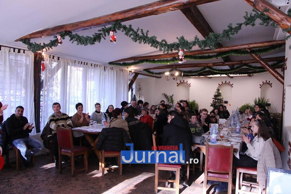 mos craciun focsani2 - FOTO: Moș Crăciun a venit pentru copiii bolnavi de diabet